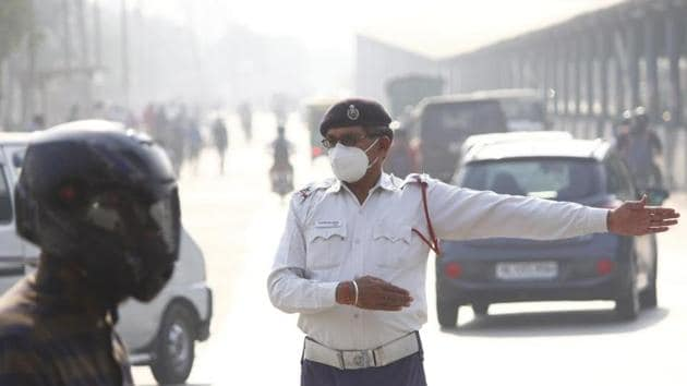 Emerging research also suggests that air pollution may alter lung cells to increase the number of Sars-CoV-2 virus receptors(Yogendra Kumar/HT PHOTO)