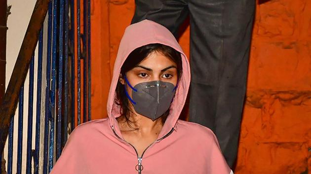Rhea Chakraborty leaves Bandra police station after being questioned in connection with late actor Sushant Singh Rajput's death.(PTI)
