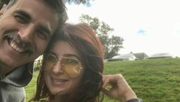 Akshay Kumar and Twinkle Khanna pose for a selfie.