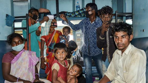 Chhattisgarh migrants board a special train in Ajmer, Rajasthan, to reach their native places, in June this year.(PTI)