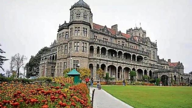 Viceregal Lodge, which is now known as Rashtrapati Niwas, is a 132-year-old British era building located on the Observatory Hills of Shimla.(Deepak SanstaHT)