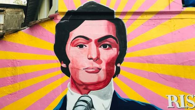 A mural of late actor Rishi Kapoor painted at Bandstand, Bandra.(Photo: Instagram/bollywoodartproject)