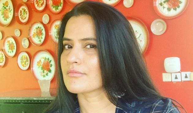 Sona Mohapatra hit out at Farah Khan Ali over her comments on Kangana Ranaut.