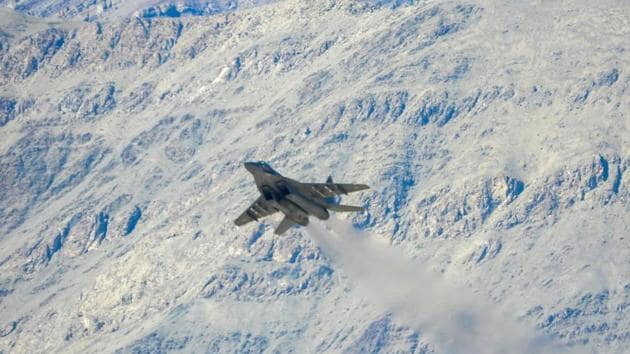 An Indian Air Force fighter jet takes off from an airbase in Leh on September 9.(AFP)