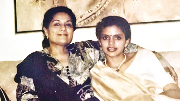 Mandira Bedi with her mom Gita in her old house, in Mumbai, before her parents moved to Delhi