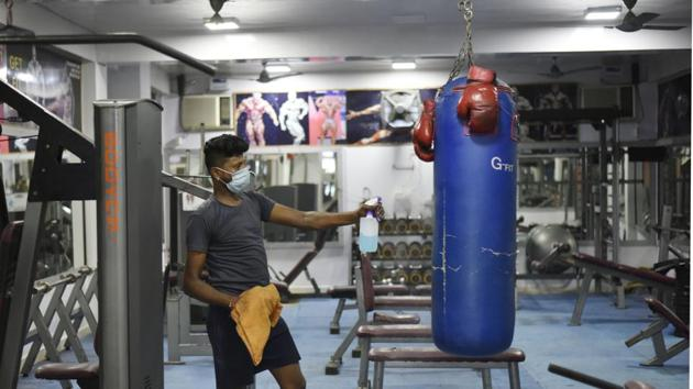 There are over 6,000 gyms and fitness centres across the national Capital employing over 100,000 people.(Vipin Kumar/HT PHOTO)