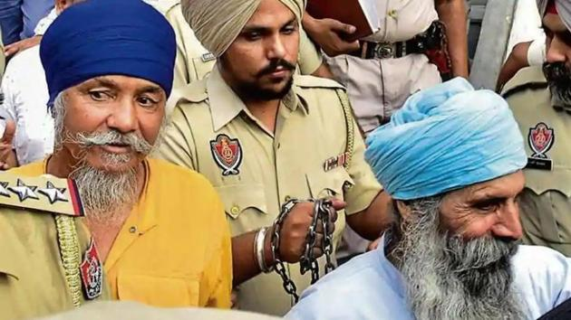 Punjab Police personnel taking accused Balbir Singh and Harbhajan Singh to court in Amritsar on September 23, 2019, in the drone arms drop case. Nine people have been arrested in that case so far.(HT file photo)
