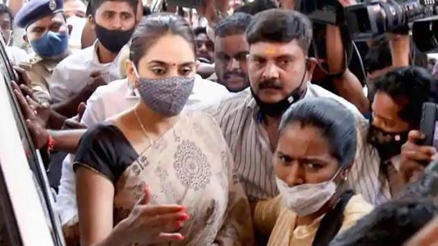 Kannada actress Ragini Dwivedi at the Central Crime Branch office for question in connection with the sandalwood drug scandal.(PTI)