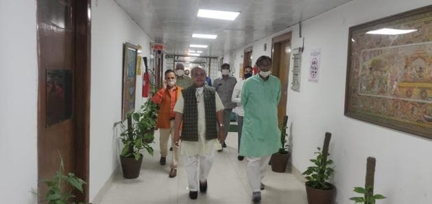 """Haryana BJP chief Dhankar led a delegation of """"farmers"""" along with state agriculture minister JP Dalal and three MPs to meet Union agriculture minister Narendra Singh Tomar on Tuesday.(HT photo)"""