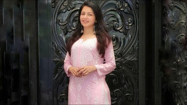 Bhagyashree's home remedy to nourish and pamper your hair has our undivided attention(Instragram/bhagyashree.online)