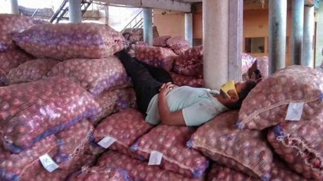 Scores of trucks carrying onions destined for Bangladesh had been stopped at border crossings in West Bengal after the Directorate General of Foreign Trade (DGFT) banned all exports of the item on Monday following a shortage and sudden increase in prices in the domestic market.(PTI PHOTO.)