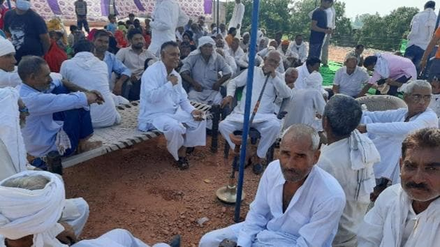 Farmers' dharna continues on Delhi-Meerut expressway on Saturday.(HT photo)
