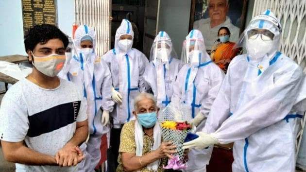 Anandibai Patil, 106, gets discharged from Savlaram Maharaj sports complex Covid-19 centre on Sunday.(HT Photo)