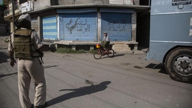 There was an outcry and it is reported in the media that the deceased was picked up by the police in Sopore on September 15 and he was in their custody.(Representational Photo/AP)