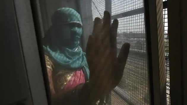 According to the survey conducted by ACT, a forum that works towards the welfare of sex workers, at least 85 per cent of the workers have taken loans and 98 per cent of them have taken it from their brothel owners, managers and moneylenders, subjecting themselves to further exploitation.(Hindustan Times/Representative Photo)