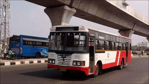 Hyderabad finally resumes bus services on 25 routes amid Covid-19(Twitter/HiHyderabad)