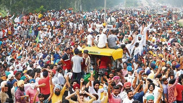Farmers block a highway during a protest against the farm bills in Shambhu, Punjab, on Friday.(Reuters Photo)