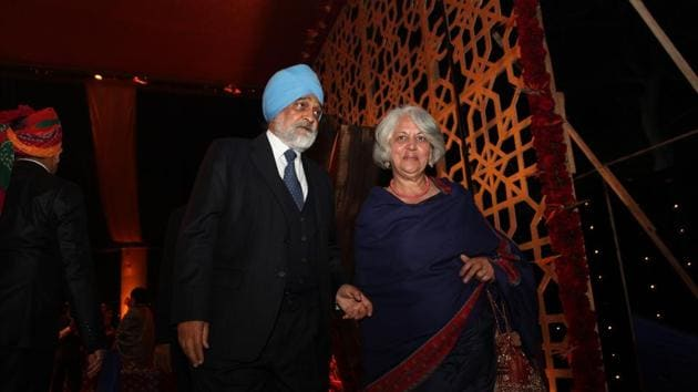 Former deputy Chairman of the Planning Commission Montek Singh Ahluwalia with his wife Isher Judge Ahluwalia. Economist and Padma Bhushan awardee Isher Judge Ahluwalia died on Saturday, September 26, 2020 after battling brain cancer for nearly a year. She was 74.(MANOJ VERMA/HT ARCHIVE)