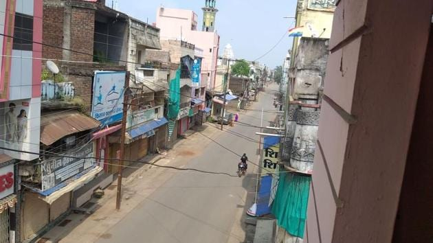 Narasinghpur in Mahakoshal region happens to be the first town in Madhya Pradesh where different traders associations and public representatives came together to impose self-lockdown restrictions in the Unlock period.(HT PHOTO.)