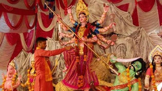 Several Durga Puja committees are awaiting guidelines from the state government for Durga puja celebrations.(HT Photo/File/Representative)