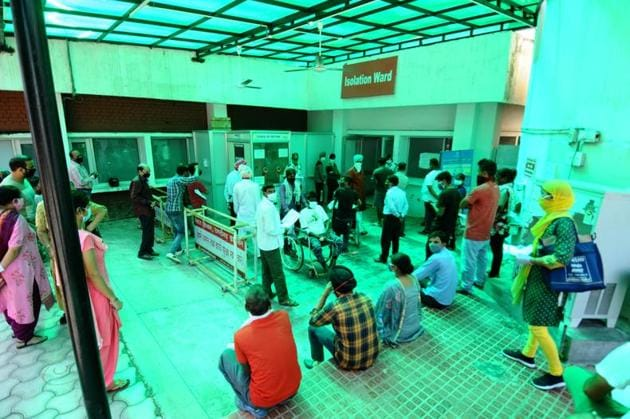 Residents awaiting their turn to give samples for Covid testing at Government Multi-Specialty Hospital, Sector 16, in Chandigarh on Saturday.(Ravi Kumar/HT)