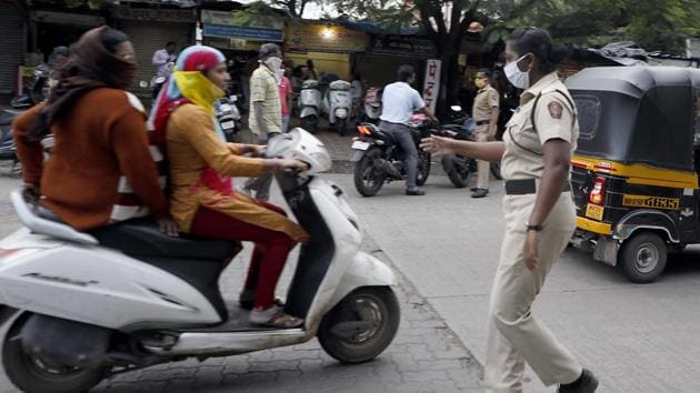 Police take action people not wearing mask at Bibvewdi road in Pune, India, on Friday, September 25, 2020.(Rahul Raut/HT PHOTO for representation only)