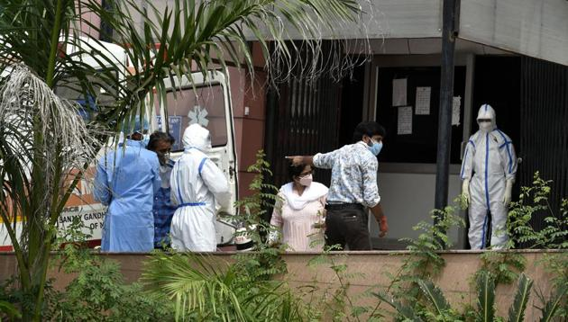 Health workers on duty at SGPCI's Rajdhani Covid-19 Hospital in Lucknow.(HT FILE PHOTO)