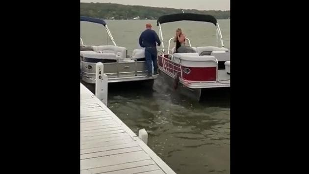 The man walking up to his bride-to-be to propose to her.(Twitter/@TheoShantonas)