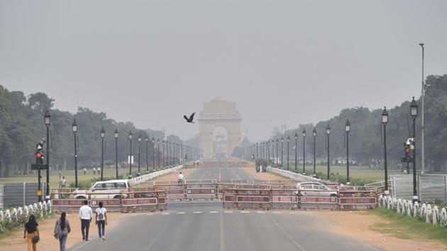 A mild haze along Rajpath, New Delhi, on September 24.(Sanjeev Verma/HT photo)