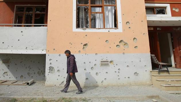 A man walks next to an apartment building that was allegedly damaged by recent shelling during the fighting over the breakaway region of Nagorno-Karabakh, in the Tartar border district of Azerbaijan September 29, 2020.(Reuters File Photo)