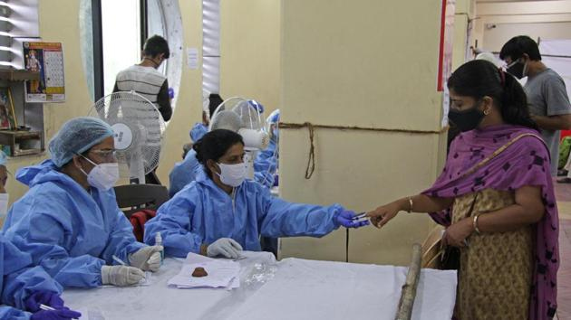 A health worker working at a Covid 19 testing centre at Dhankawadi in Pune.(Ravindra Joshi/HT FILE PHOTO)