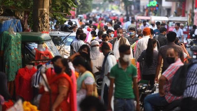 A view of a crowded marketplace after the Delhi government allowed the reopening of weekly markets, at Pandav Nagar, in New Delhi, in August .(Raj K Raj/HT PHOTO)