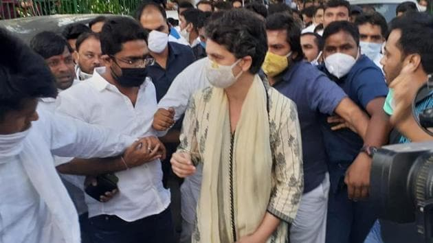 Priyanka Gandhi arrives at the Valmiki temple in Delhi to attend prayer meet for Hathras victim. (HT Photo)
