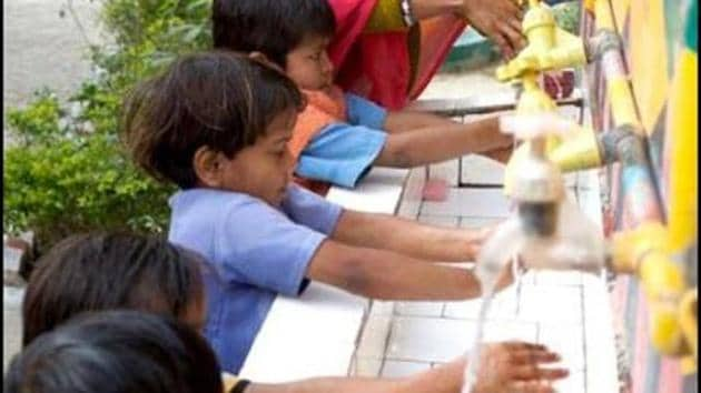 Children learn handwashing at an anganwadi centre in UP.(Photo: Unicef)