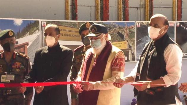 Prime Minister Narendra Modi inaugurating the Atal Tunnel as defence minister Rajnath Singh, Himachal Pradesh chief minister Jai Ram Thakur, chief of defence staff General Bipin Rawat and army chief General MM Naravane look on at Rohtang near Manali on Saturday.(PTI photo)