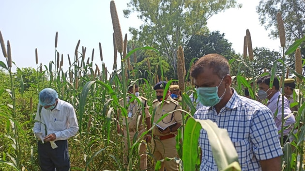 The body of 15-year-old Laxmi Kumari was found by villagers, who were on a search for her in a field.(HT Photo)
