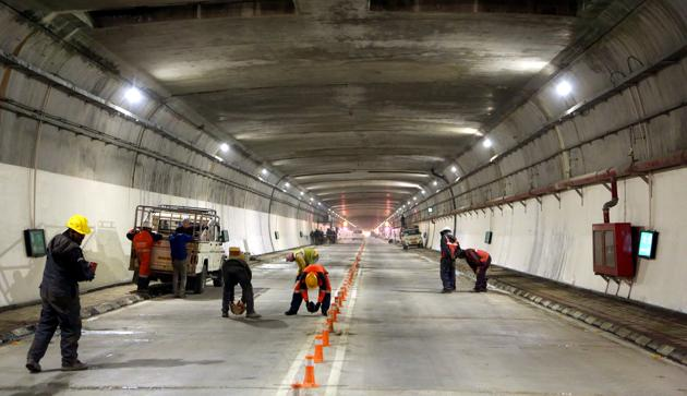 Several workers are seen giving final touches to the Atal Tunnel in this file photo ahead of its inaugurationby Prime Minister Narendra Modi on Saturday.(Aqil Khan /HT Photo)