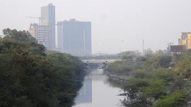 A view of Shahdara drain, in Noida.(Sunil Ghosh / Hindustan Times)