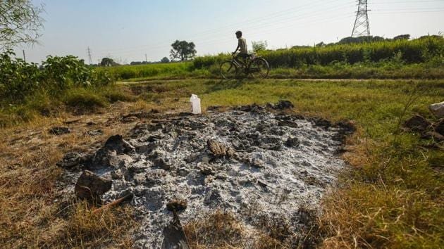 The spot where the woman's body was cremated in Bool Garhi, Hathras, Uttar Pradesh.(Amal KS/HT PHOTO)