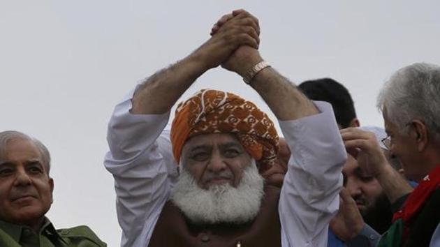 Cleric and leader of Islamist party 'Jamiat Ulema-e-Islam' Maulana Fazlur Rehman.(AP)