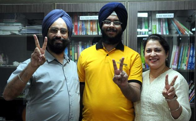 Gurpreet Singh Wadhwa celebrating his achievement with his parents in Chandigarh on Monday.(Keshav Singh/HT)