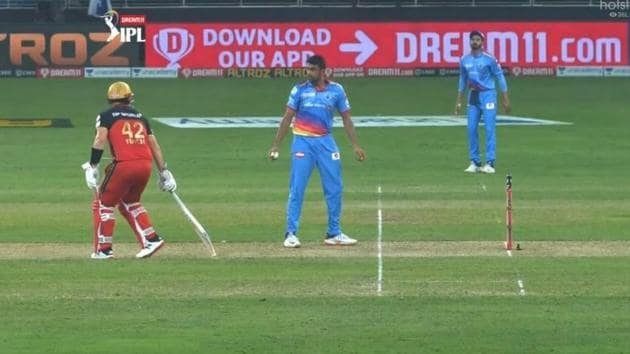 R Ashwin gives a warning to Aaron Finch.(@iplt20)