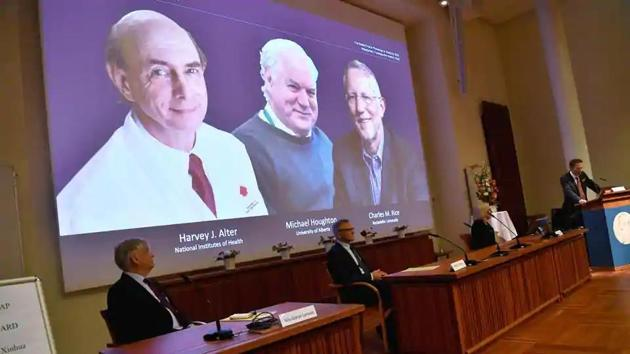 Thomas Perlmann, secretary of the Nobel Assembly at Karolinska Institutet and of the Nobel Committee for Physiology or Medicine, announces Harvey J Alter, Michael Houghton and Charles M Rice as the winners of the 2020 Nobel Prize in Physiology or Medicine during a news conference at the Karolinska Institute in Stockholm, Sweden.(Reuters photo)