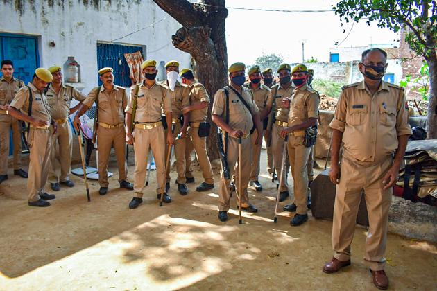 Four people headed to Hathras were taken into detention by UP Police in Mathura on suspicion that they were associated with PFI and CFI.(PTI Photo/Reprsentative)