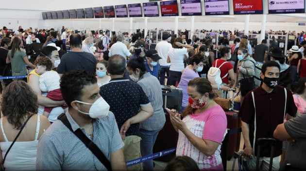 Even after spending hours in line, many tourists found themselves stranded.(Reuters)