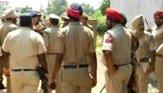 Of the 822 cops booked in Punjab, 18 are inspectors, 24 sub-inspectors, 170 assistant sub-inspectors and the remaining are constables and head constables.(Representational photo)