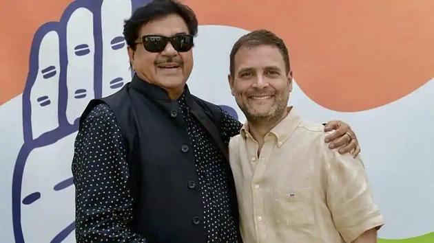 Congress president Rahul Gandhi with Shatrughan Sinha.(PTI file photo)