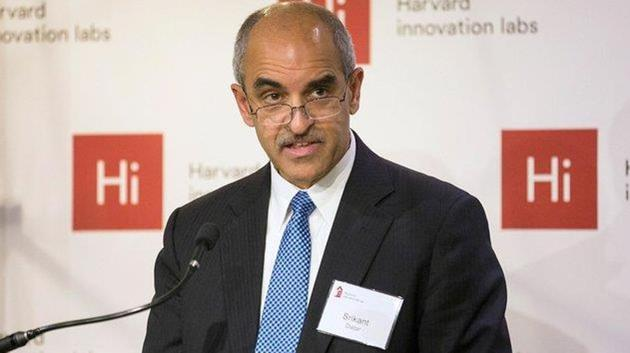 Srikant M Datar will be the 11th dean of the prestigious school that is counted amongst the top business schools in the US and the world. He joined the HBS faculty in 1996 after teaching stints at Carnegie Mellon and Stanford.(TWITTER/@HarvardHBS.)
