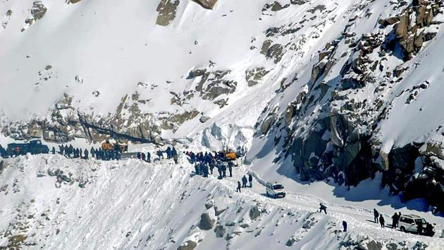 Khardung La pass in Leh.(PTI)