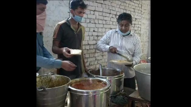 People from every walks of life queue up outside Nangloi's Shyam Rasoi between 11 am to 1 pm to eat their lunch for just Rs 1.(ANI)